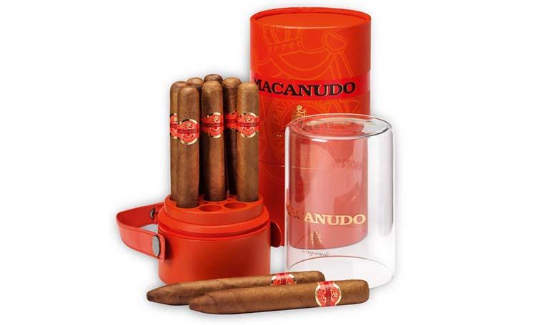 Macanudo_Inspirado_HumidorJar_Family2-600x652